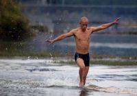 Mūka neticamais skrējiens pa ūdens virsu VIDEO