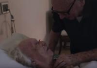 Pēdējā serenāde, kuru vīrs dziedāja savai mirstošajai sievai VIDEO