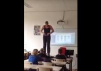 Skolotāja regulāri izģērbjas bērnu priekšā FOTO,VIDEO