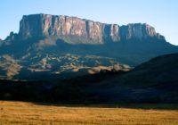 Roraima kalns izskatās pa taisno no filmām, taču tas ir īsts kalns FOTO