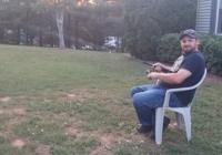 Tētis gribēja spēlēties ar savu dēlu, bet viņš arī negribēja celties no krēsla – tāpēc viņam radās ideja