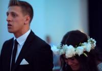 Kāzu deja, kas nobiedētu katru, līgavu aizkustina līdz asarām. VIDEO