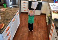 Tēvs tīrīja burkānus, taču tie pazuda. Pagriezies viņš ieraudzīja dēla daiļradi! FOTO