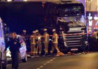 Teroraktā Berlīnē kravas mašīna ietriekusies Ziemassvētku tirdziņā; vismaz deviņi bojāgājušie