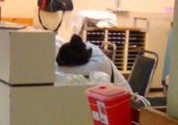 Puisis nosodīja dežūras laikā guļošu ārstu. Lūk, kā tas viņam atspēlējās! FOTO