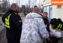 Video izraisa pamatīgu skandālu: Rīgas pašvaldības policija atņem mātei bērnu VIDEO