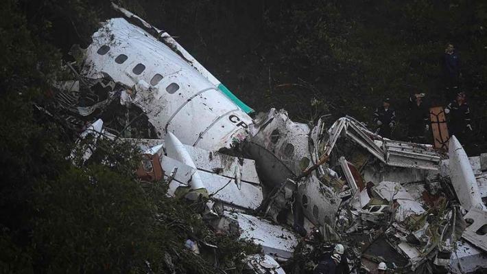 Jaunākā informācija par aviokatastrofu Krievijā – piloti savā starpā esot lamājušies!