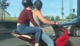 FOTO: Soctīklos smejas par motorollera vadītāja ietērpu. Jūs tik paskatieties!