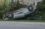VIDEO: Brīvdienās vairāki auto nonāk grāvī, Latgalē notriekts alnis