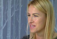 """VIDEO: """"Swedbank"""" klientei naktī krāpnieki no konta nozog naudu"""