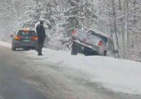 """VIDEO, FOTO: Ziema """"samet"""" automašīnas grāvjos; dzīvību zaudējuši pieci cilvēki"""