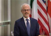 """VIDEO: Levits – galvenais personāžs pie """"lūzeru galdiņa"""" parodijā par NATO līderiem"""