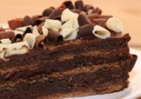 Diētiska šokolādes torte. Cukura vietā – dateles, miltus aizstāj ar pupiņām!