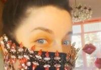Skaistums pret vīrusu: krievu zvaigzne Nataša Koroļova dižojas maskā par 4000 eiro