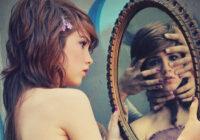 Spoguļa maģija. Kāpēc ezoteriķi iesaka nepirkt senus spoguļus?