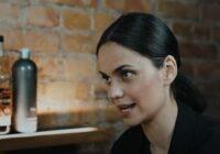 VIDEO: Aktrise Dārta Daneviča koķetē par attiecībām ar Kaimiņu un iešanu politiku