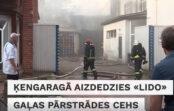 """VIDEO: Dzēsts pamatīgs ugunsgrēks """"Lido"""" gaļas pārstrādes cehā"""