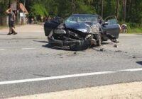 FOTO: Smagā avārijā pie Jaunolaines karjera cietusi ģimene ar bērniem