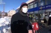 VIDEO: Pie aptiekām un pasta cilvēki salst rindās; aug sašutums un nepacietība