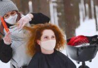 VIDEO: Rīgas domniecei Brantei par frizēšanos mežā draud nepatikšanas