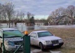 VIDEO: Gaujā pie Carnikavas ledus sastrēgums; applūdušas sešas ēkas
