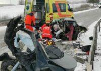 Traģiska avārija pie Zemītes: auto pārrauts uz pusēm
